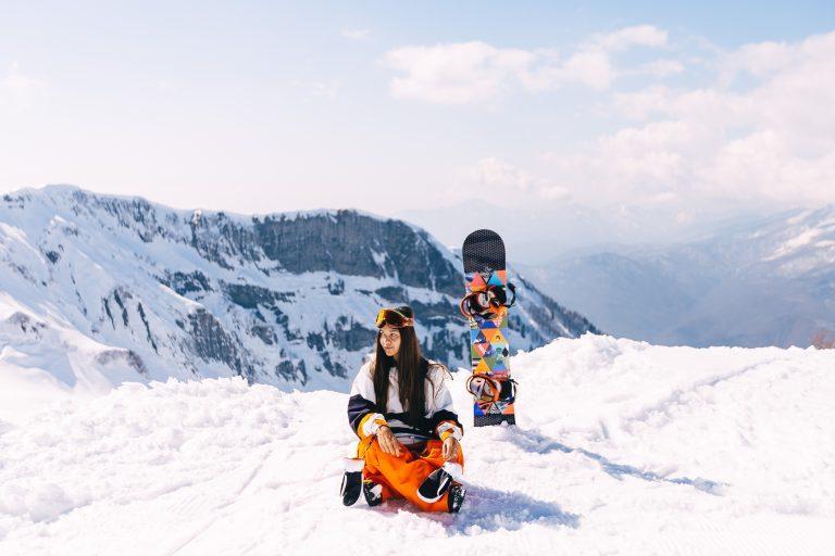Moda na snowboard, jak się ubrać na deskę?