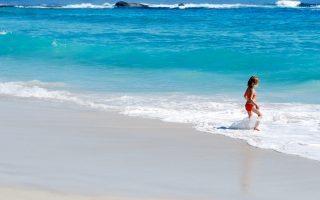 Niebanalne sukienki plażowe