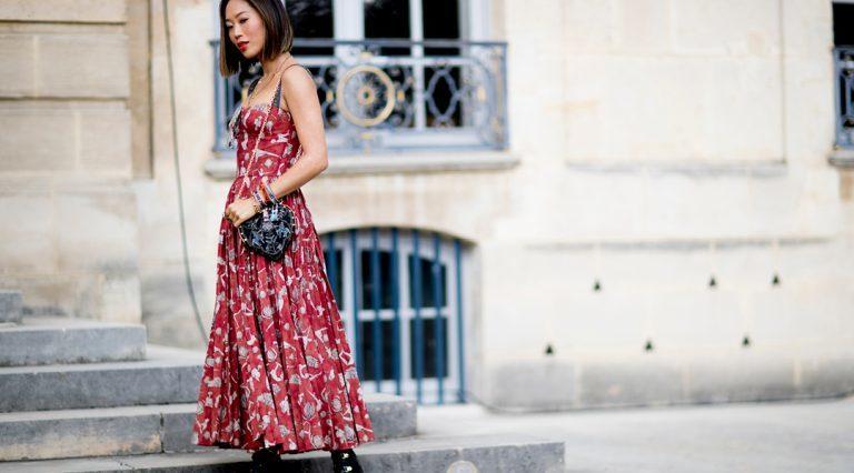 eleganckie sukienki dla niskich kobiet