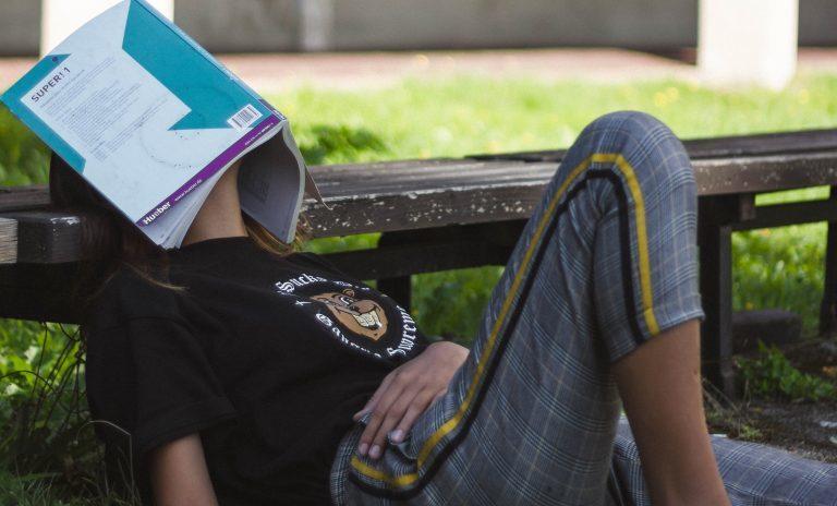 Stylizacje do szkoły dla nastolatków - zobacz zdjęcia i produkty.