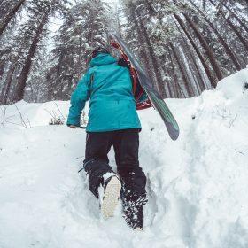 Stylowo na stoku: Odzież i akcesoria narciarskie