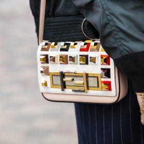 Małe, kolorowe i supermodne - pudełkowe torebki listonoszki