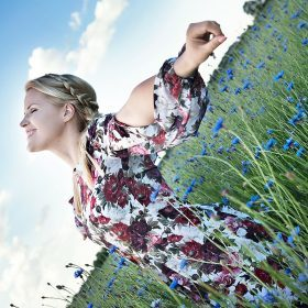 """Blogerka Magda z """"Mamazawsze"""" podpowiada jak wybierać sukienki na każdą okazję"""