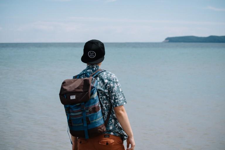Plecak to nie tylko dodatek do szkolnego mundurka - sprawdź nasze stylizacje