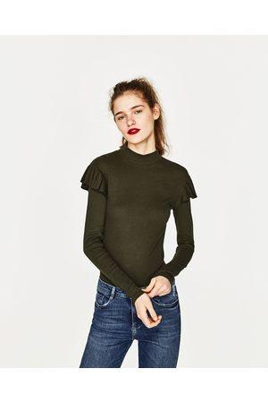 Kobieta T-shirty - Zara KOSZULKA Z PRĄŻKOWANEJ DZIANINY Z FALBANKAMI - Dostępny w innych kolorach
