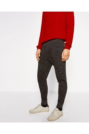 Mężczyzna Spodnie dresowe - Zara SPODNIE JOGGERY Z KOLEKCJI BASIC - Dostępny w innych kolorach