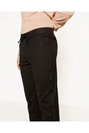 Mężczyzna Spodnie dresowe - Zara SPODNIE JOGGERY Z LAMPASAMI PO BOKACH - Dostępny w innych kolorach