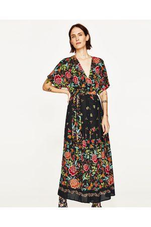 Kobieta Sukienki z nadrukiem - Zara KOPERTOWA SUKIENKA ŚREDNIEJ DŁUGOŚCI Z NADRUKIEM