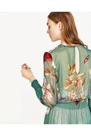 Luźna sukienka z nadrukiem w kwiaty