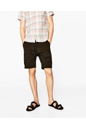 Mężczyzna Spodnie Cargo - Zara BERMUDY CARGO - Dostępny w innych kolorach