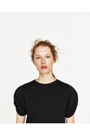 Kobieta T-shirty - Zara KOSZULKA Z WIĄZANIEM NA RĘKAWIE - Dostępny w innych kolorach