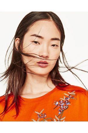 Kobieta T-shirty - Zara KOSZULKA Z HAFTEM KWIATU - Dostępny w innych kolorach