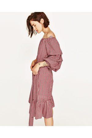 dc813672e6 sukienka falbankami damskie sukienki Zara