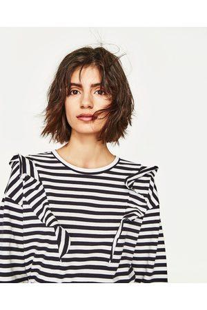 Kobieta Bluzy - Zara BLUZA O KRÓTSZYM KROJU Z FALBANKAMI - Dostępny w innych kolorach