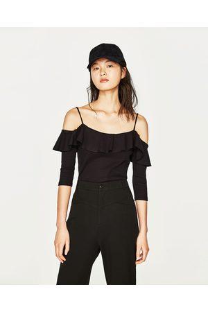 Kobieta T-shirty - Zara KOSZULKA Z ODKRYTYMI RAMIONAMI - Dostępny w innych kolorach