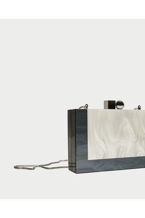 f8d2d695e494 torebka typu kuferek damskie torebki Zara