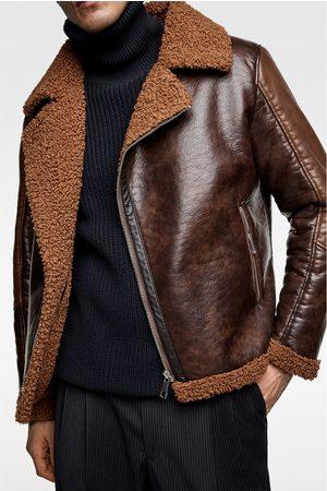 47a08c22e538a Zara Kurtka w stylu motocyklowym z łączonych materiałów