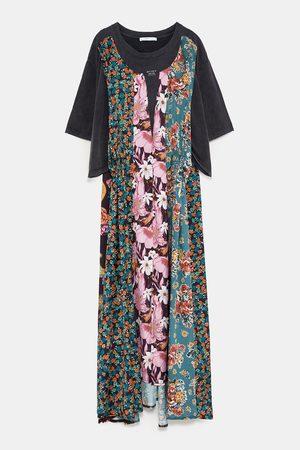 Sukienka z łączonych tkanin z nadrukiem