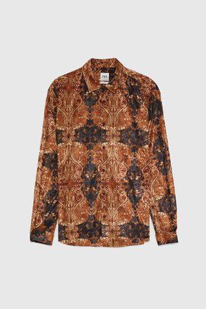Koszula z tkaniny strukturalnej z nadrukiem w stylu barokowym