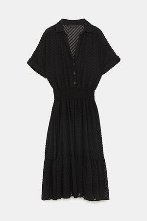 Zara Sukienki - SUKIENKA Z TKANINY PLUMETI W JODEŁKĘ