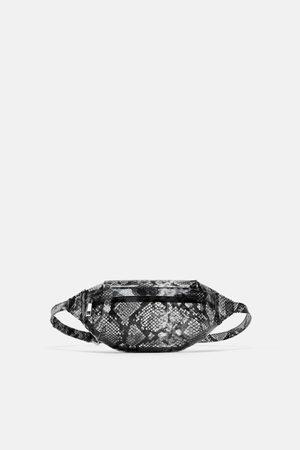 Zara Winylowa torebka listonoszka typu nerka w zwierzęcy deseń