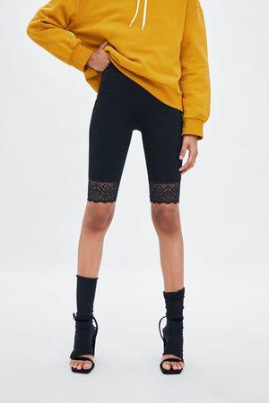 Zara Spodenki typu kolarki z koronkowymi wstawkami