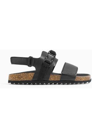 Zara Skórzane sandały z ozdobnym zapięciem