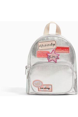 Zara Mini plecak z metalizowanym wykończeniem i naszywkami