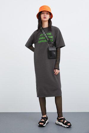 Zara Sukienka z napisem z przodu