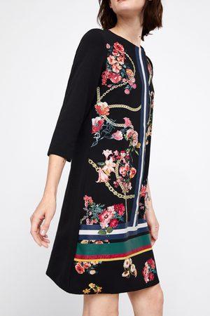 Zara Sukienka z łączonych tkanin z gumowanym nadrukiem
