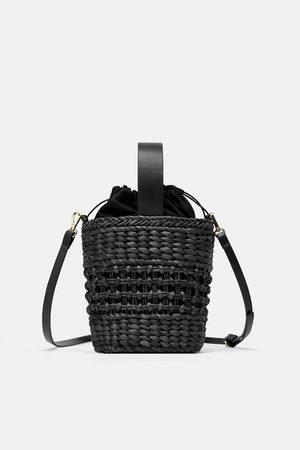 Zara Mini torebka typu koszyk z rafii