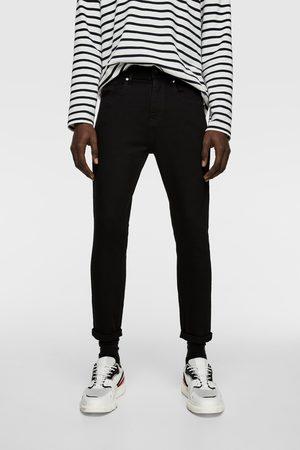 Zara Spodnie jeansowe rurki z rozdarciami o kroju marchewkowym