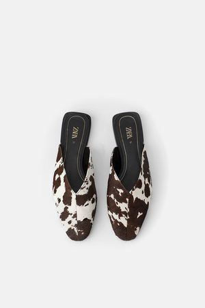 Zara Skórzane klapki typu mules w zwierzęcy deseń