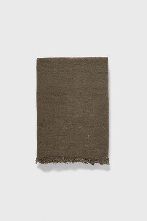 Zara Szalik z tkaniny strukturalnej z kolekcji basic