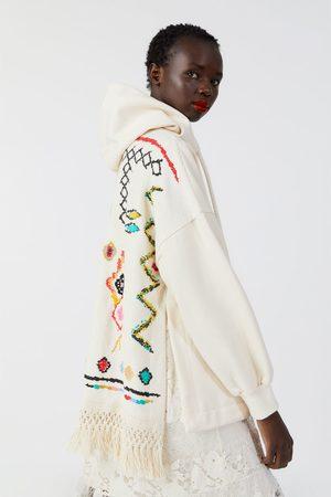 Zara Bluza oversize z łączonych tkanin z frędzlami