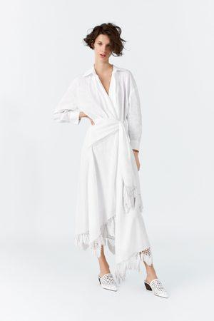 Zara Kobieta Sukienki - Lniana sukienka kopertowa z frędzlami