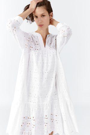 Zara Kobieta Sukienki - Sukienka z ażurowym haftem