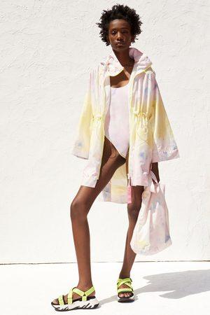 Zara Kostium kąpielowy z recyklowanej tkaniny farbowanej metodą tie dye z kolekcji ka
