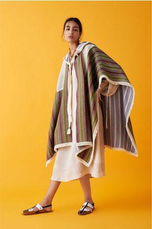 Zara Płaszcz pelerynowy z frędzlami z limitowanej edycji z kolekcji studio