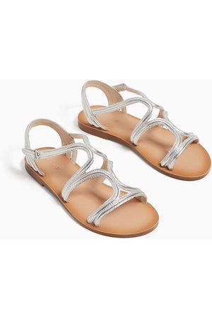 Zara Sandały z paskami i metalizowanym wykończeniem