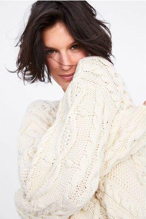Zara Sweter z dzianiny w warkocze z pomponami