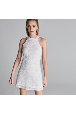 Sinsay Dopasowana sukienka z dekoltem halter