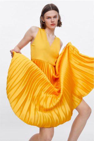 Zara Kobieta Sukienki maxi - Długa plisowana sukienka