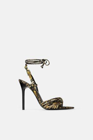Zara Sandały na obcasie z paskami w zwierzęcy deseń