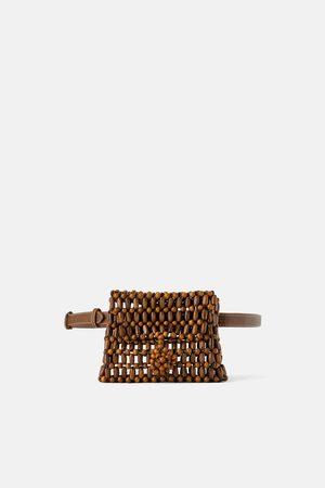 Zara Torebka typu nerka z drewnianych koralików