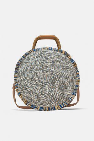 Zara Okrągła torebka typu koszyk z plecionki