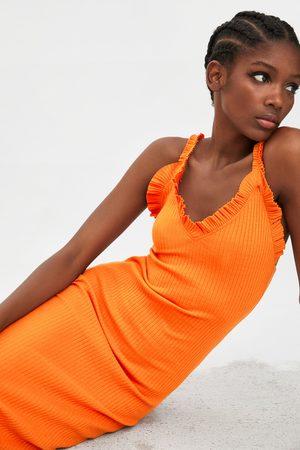 Zara Sukienka z tkaniny strukturalnej z falbankami