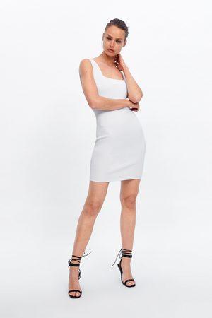 Zara Krótka sukienka o kroju ołówkowym