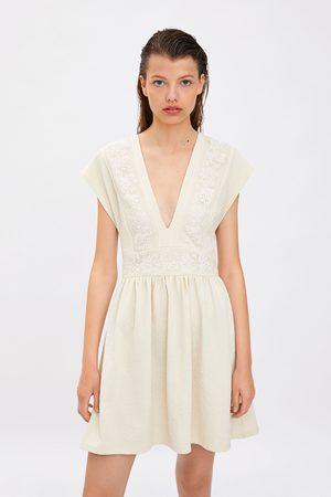 Zara Sukienka z łączonych tkanin z gipiurą