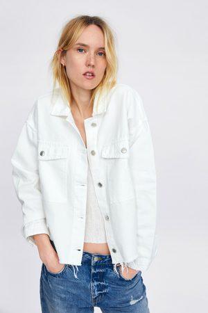 Zara Kurtka jeansowa z wystrzępieniami u dołu